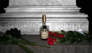 Edgar-Allan-Poe-cognac-e-rose-rosse